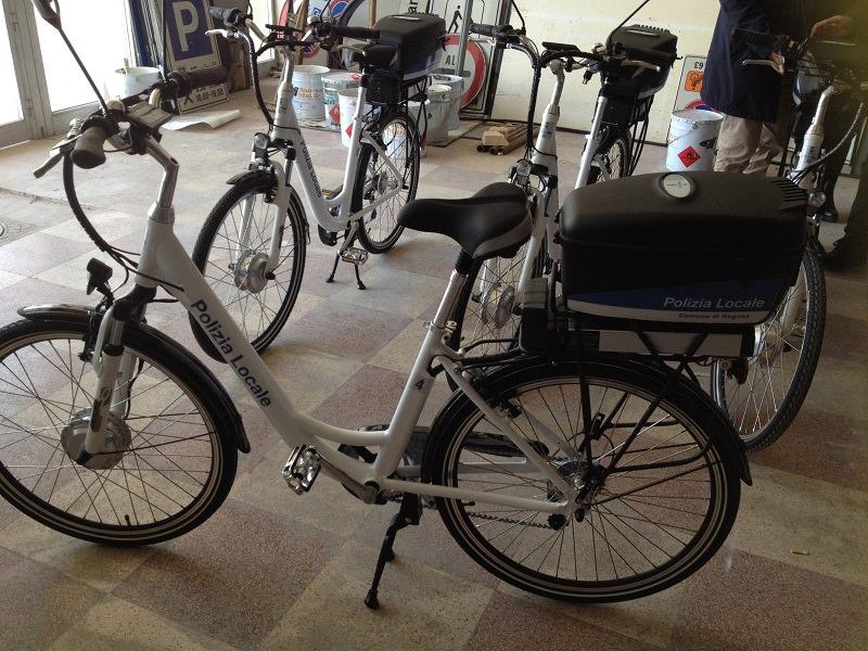 Ragusa, nuove biciclette elettriche per gli agenti della Polizia urbana