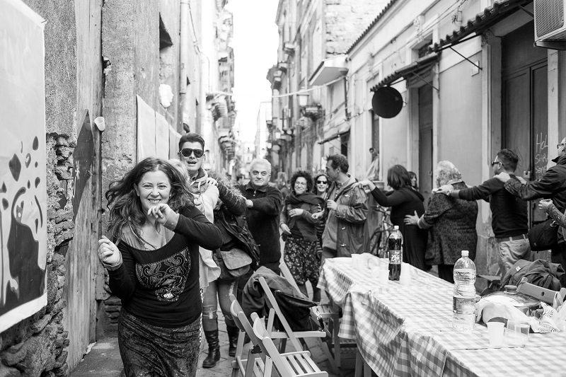 Catania, domenica a San Berillo tavolata di quartiere, mercatino e murales