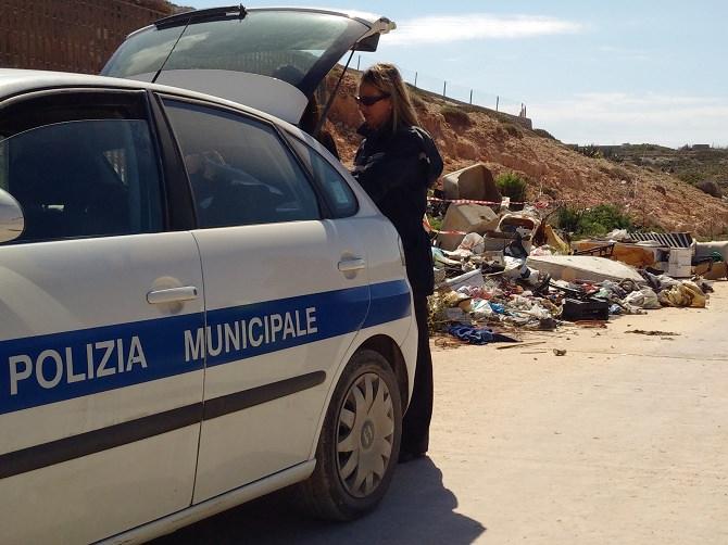 Palermo, sequestrate due aree di stoccaggio di rifiuti speciali