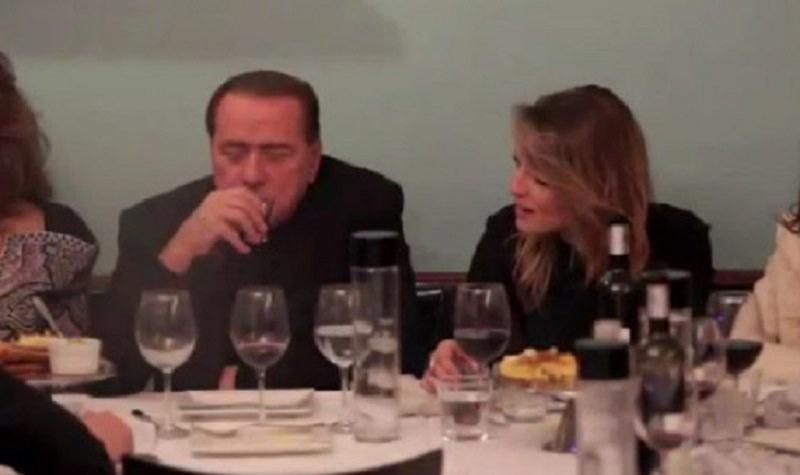 Fra un carciofo e una crespella, in 240 a cena con Berlusconi. Tensione per l'assegnazione dei posti