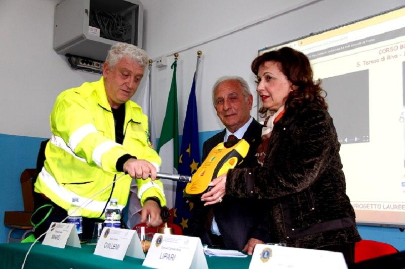 Defibrillatore donato al Caminiti-Trimarchi di S. Teresa Riva