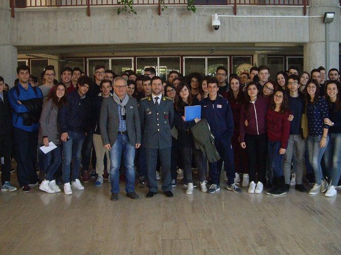 Caltagirone, Fiamme Gialle incontrano studenti dell'Ettore Maiorana
