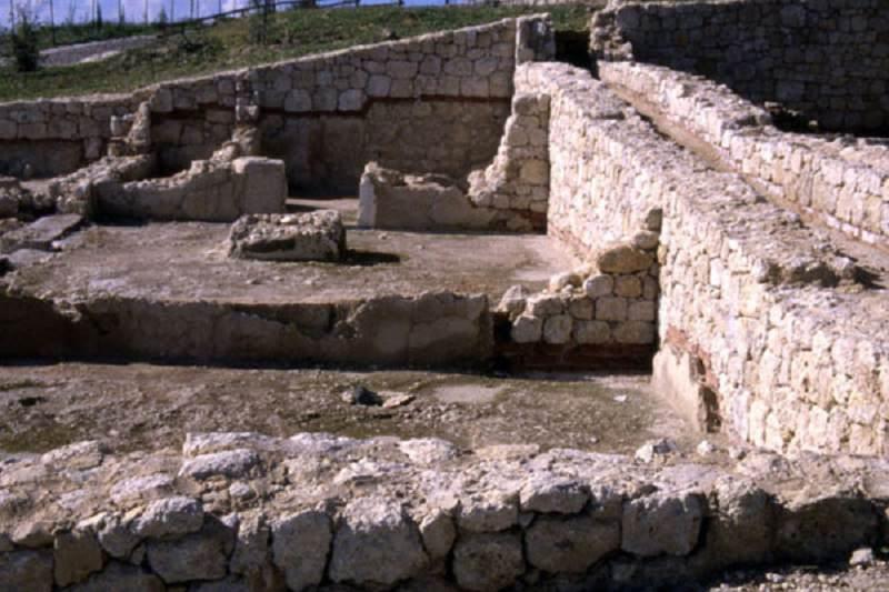Gela: maxi-traffico di reperti archeologici, sequestrate oltre 400 monete. Dodici arresti