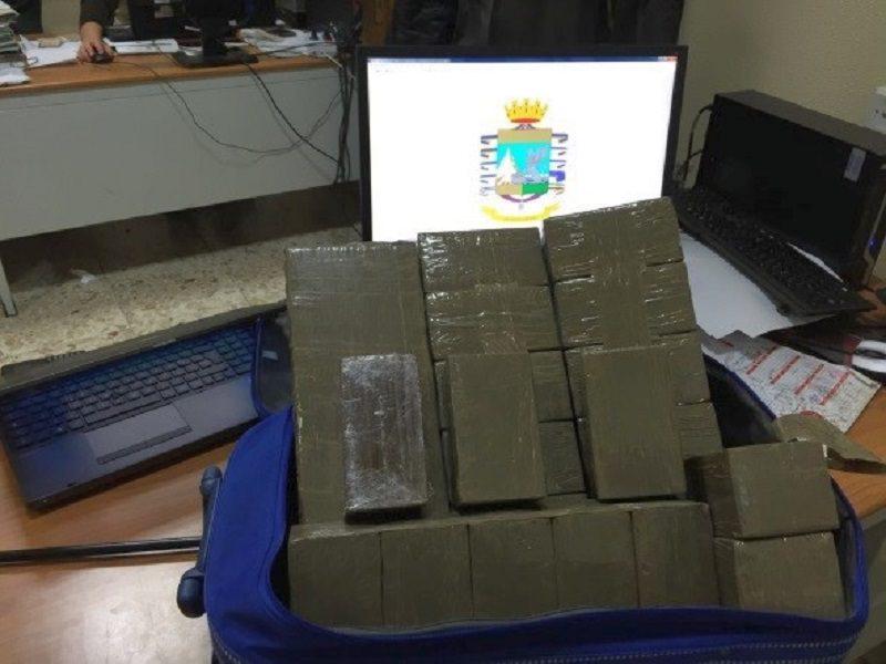 Sequestrati 25 chili di hashish al casello di San Gregorio