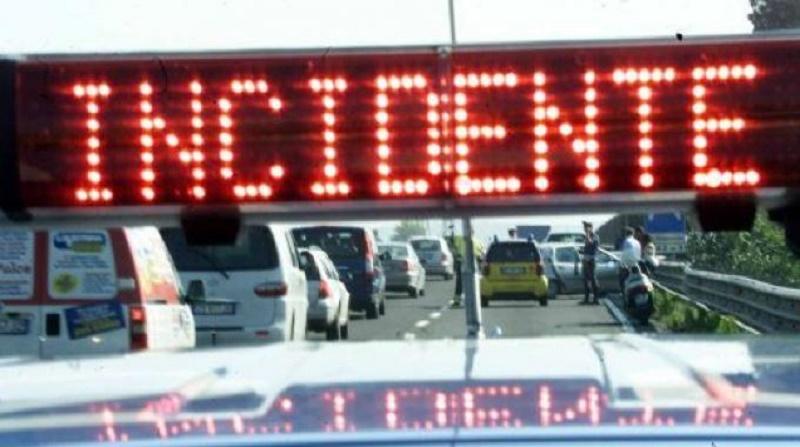 Catania, incidente lungo il viale Mediterraneo: traffico veicolare in tilt, polizia stradale sul posto
