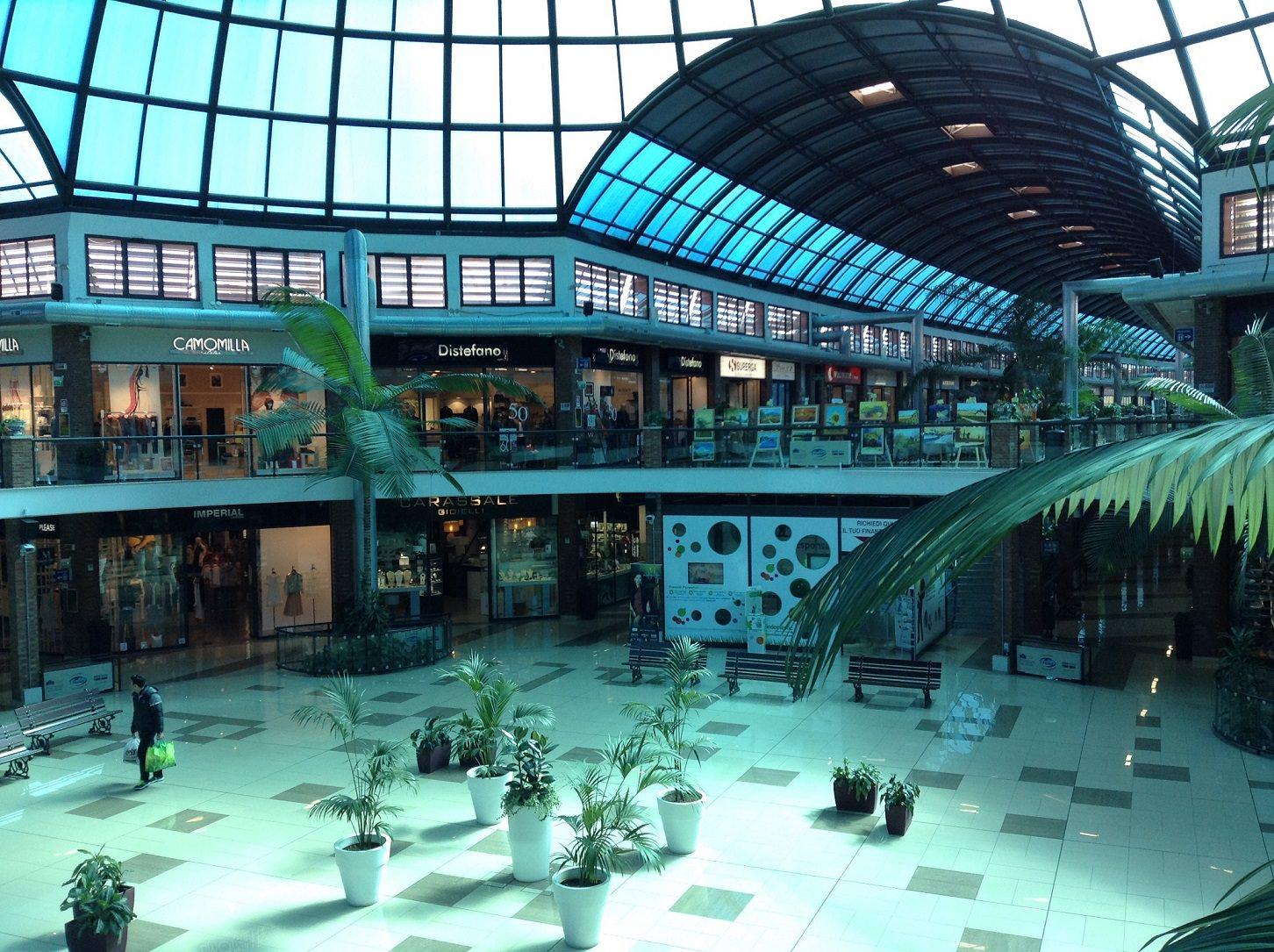 A Ferragosto si lavora nei grandi centri commerciali, polemica sempre accesa