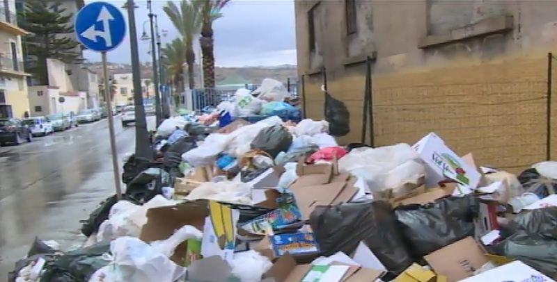 Emergenza rifiuti in Sicilia: Porto Empedocle ed Enna a rischio ambientale