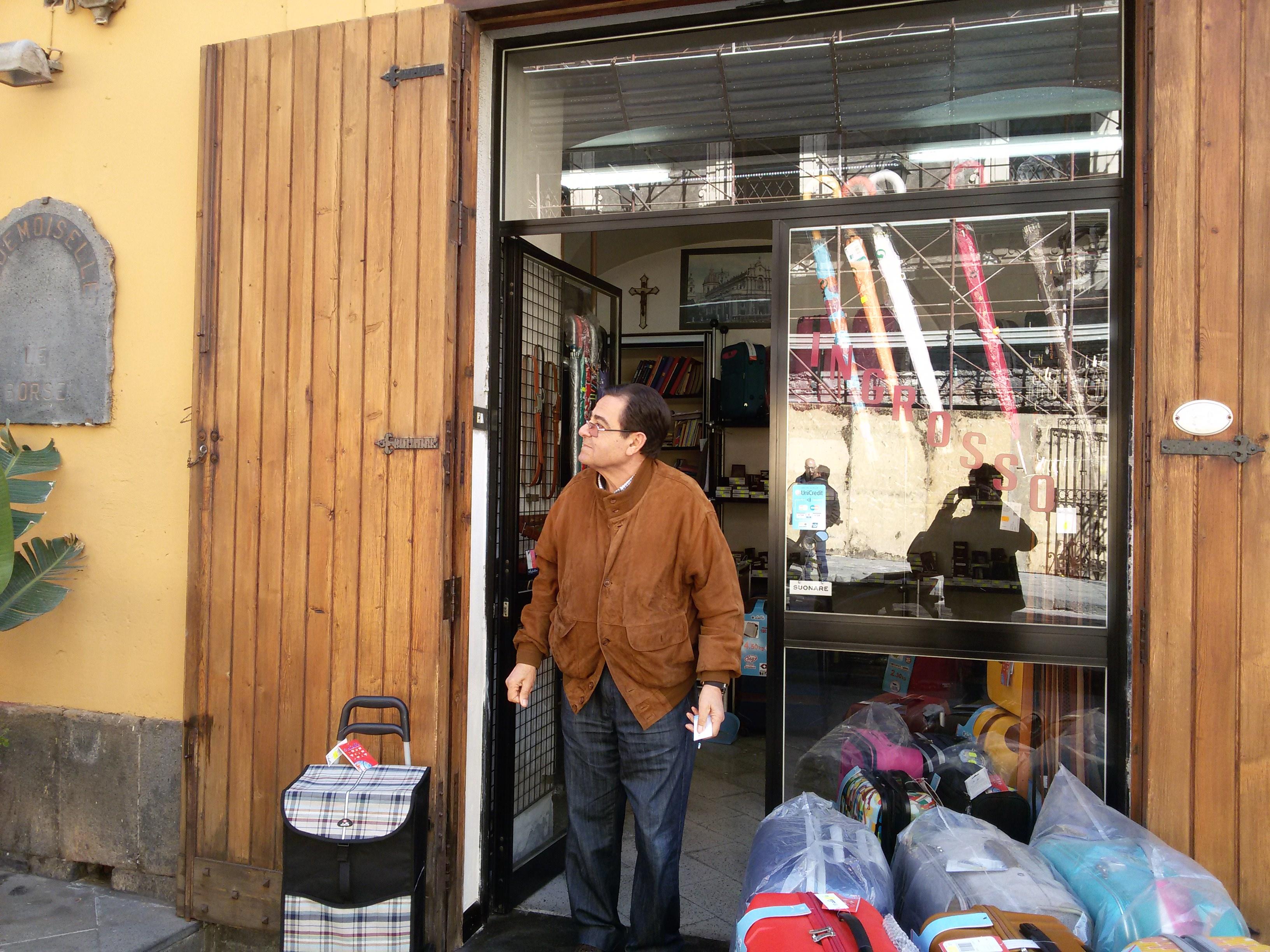 """Via Crociferi, i commercianti: """"Una via completamente abbandonata dall'amministrazione"""""""