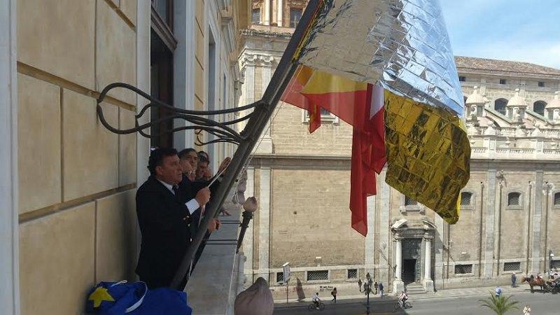 Palermo, a palazzo delle Aquile una bandiera per i soccorritori dei migranti