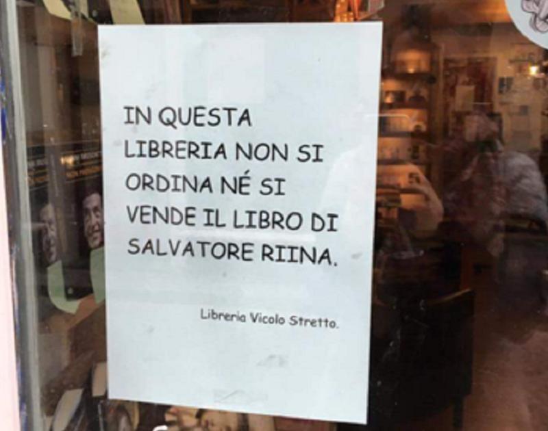 """""""Qui non ordiniamo e non vendiamo il libro di Riina"""". La ribellione di una libreria catanese"""