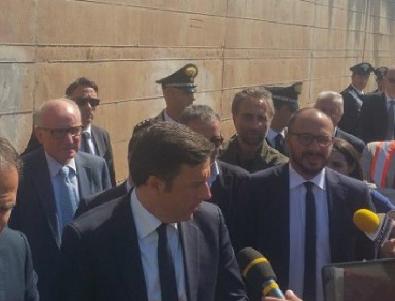 """Renzi """"taglia il nastro"""" del viadotto Himera. """"Basta con sprechi e scandali"""""""