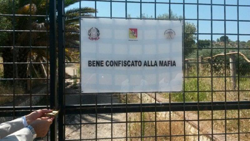 Venerdì 1 ottobre carovana tra i beni confiscati alla mafia ma abbandonati e occupati a Misterbianco e Acireale