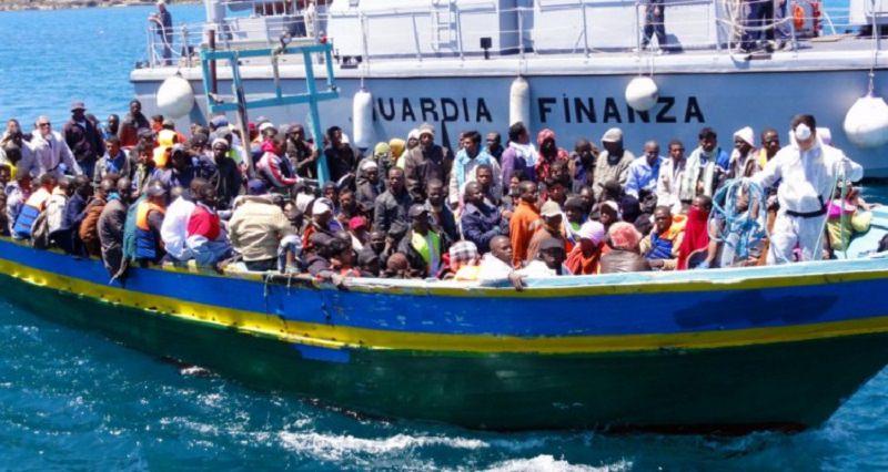 Sbarchi, arrivati al porto di Palermo 877 profughi: tra loro anche due neonati
