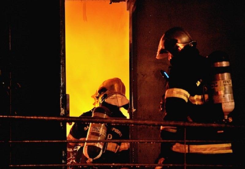 Incendio in casa, trovato carbonizzato il corpo di un barbone