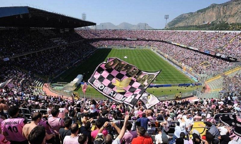 Palermo, al via il sondaggio per scegliere la nuova maglia: i tifosi votano online