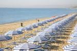 Furto in lido della playa: provano a rubare oggetti per la ristorazione
