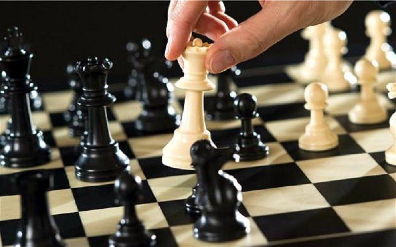 """""""Il bianco attacca il nero"""", YouTube chiude noto canale di scacchi per razzismo: errore dell'intelligenza artificiale"""