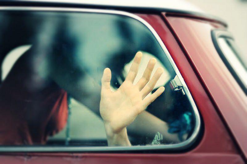 """Notte """"salata"""" per due 50enni scoperti a consumare rapporto in auto: 20mila euro di multa, neanche la polizia li """"ferma"""""""