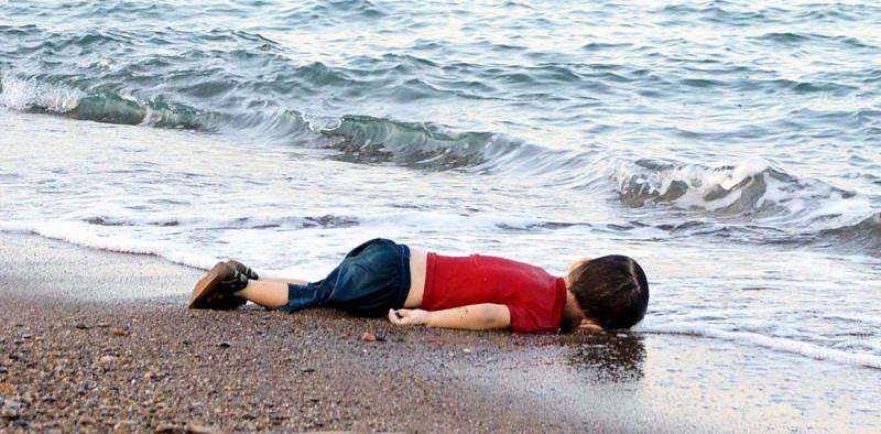 Per ricordare il piccolo Aylan. Caravaggio approda a Lampedusa