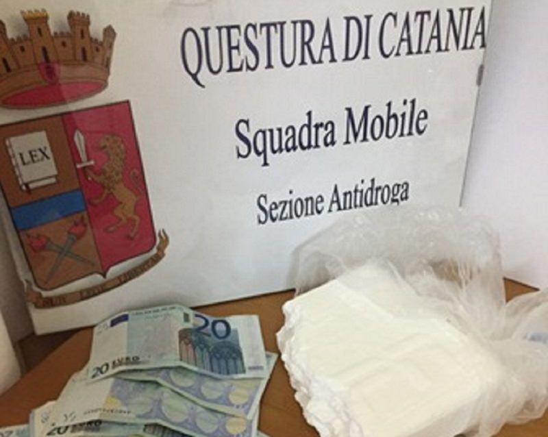 Catania, sorpreso con mezzo chilo di cocaina in auto: arrestato