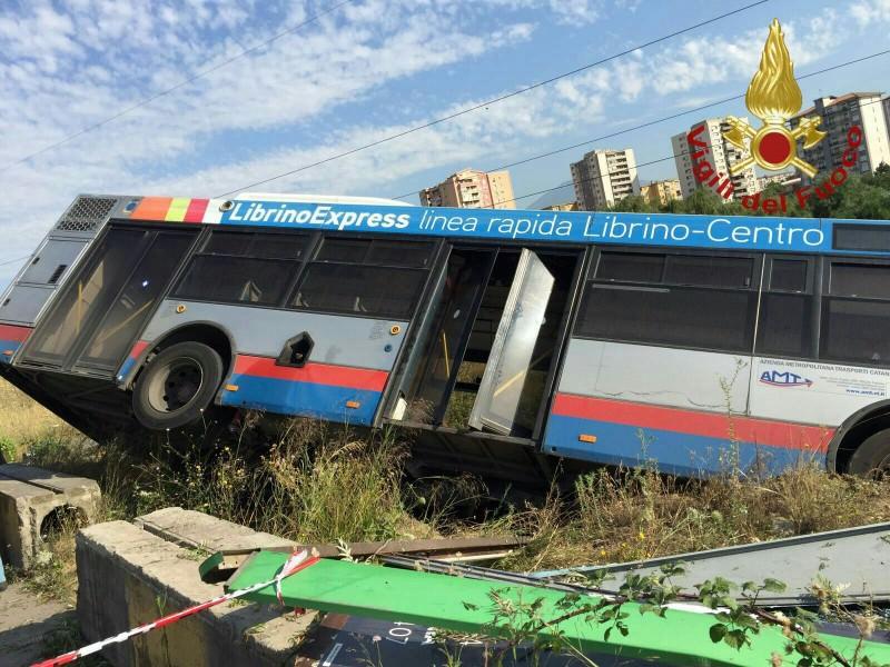 """Incidente autobus Amt, """"azienda va sostenuta con tutte le forze"""""""