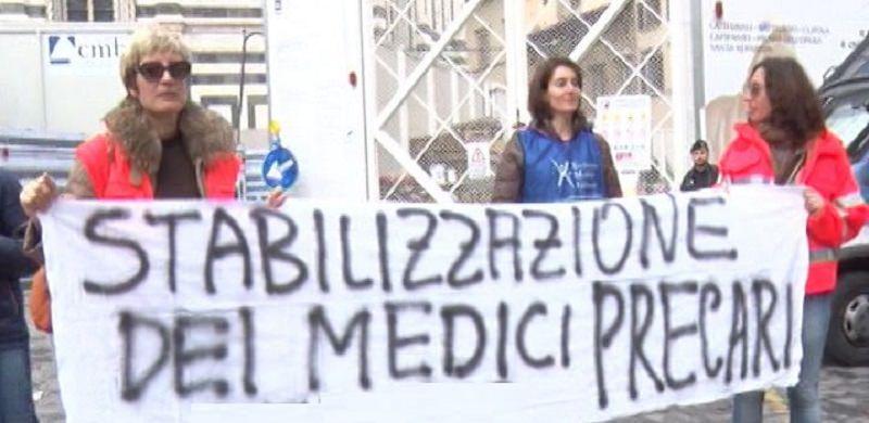 """Medici sulla barricata: """"Indecoroso balletto sulle assunzioni dei precari"""""""