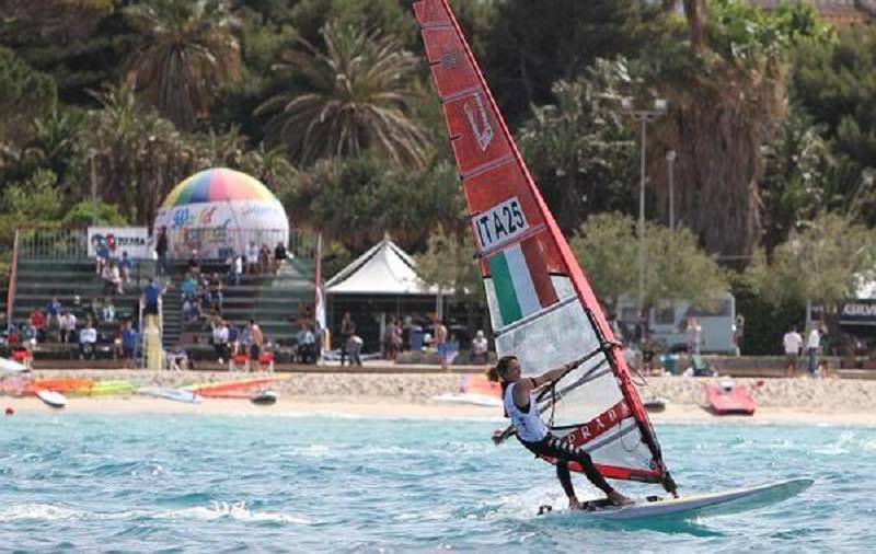 """""""World Festival on the Beach"""" a Palermo: una battaglia a suon di windsurfer"""