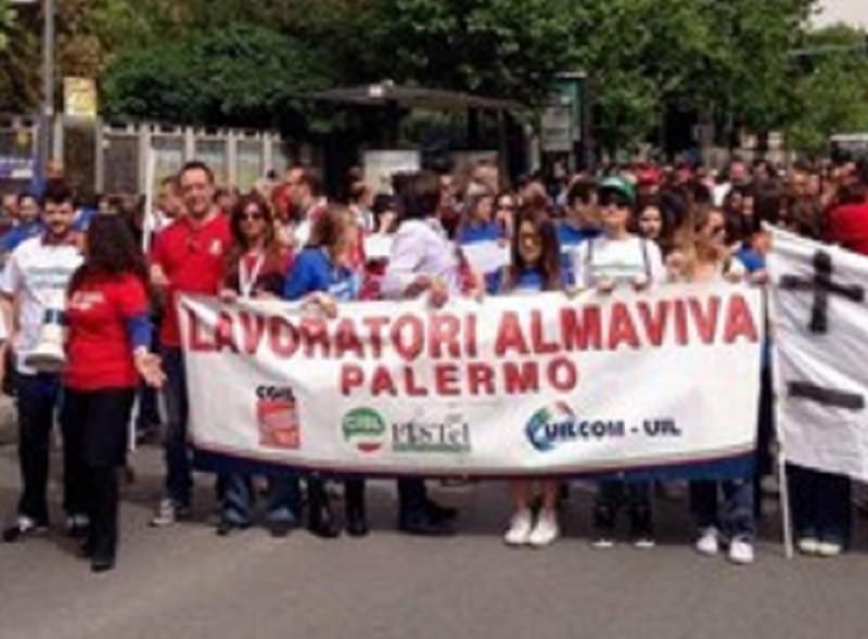 Almaviva, lavoratori in sciopero e in strada da due giorni