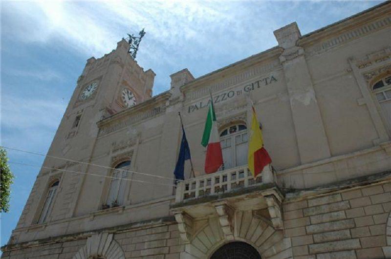 Licata: quaranta sindaci in piazza per esprimere solidarietà al sindaco Cambiano