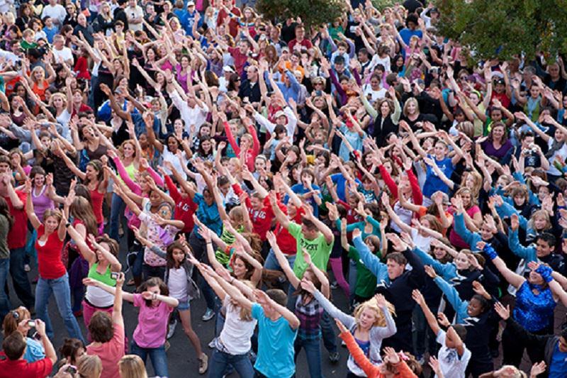 """Allievi dell'Accademia di Belle Arti in un Flash Mob per """"I migranti e l'emarginazione sociale"""""""
