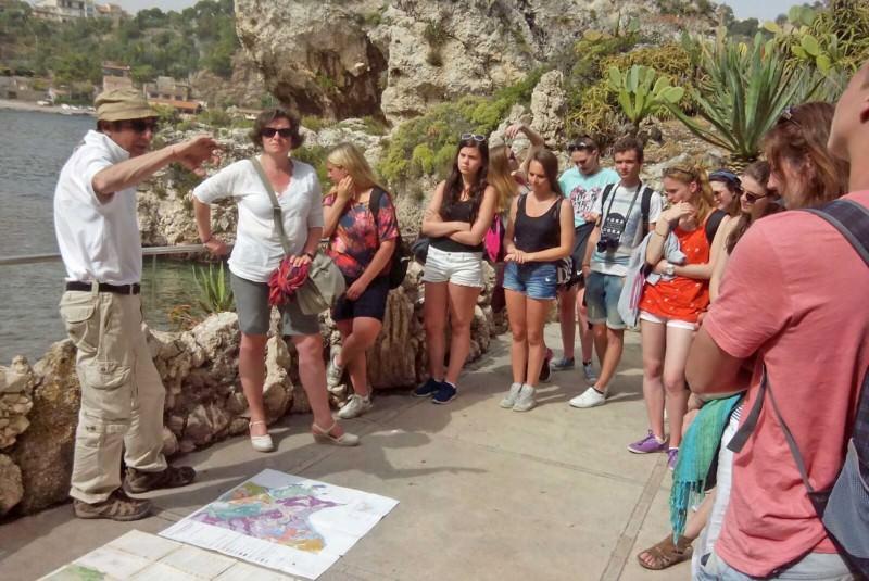Studenti a Taormina per visitare Isola Bella