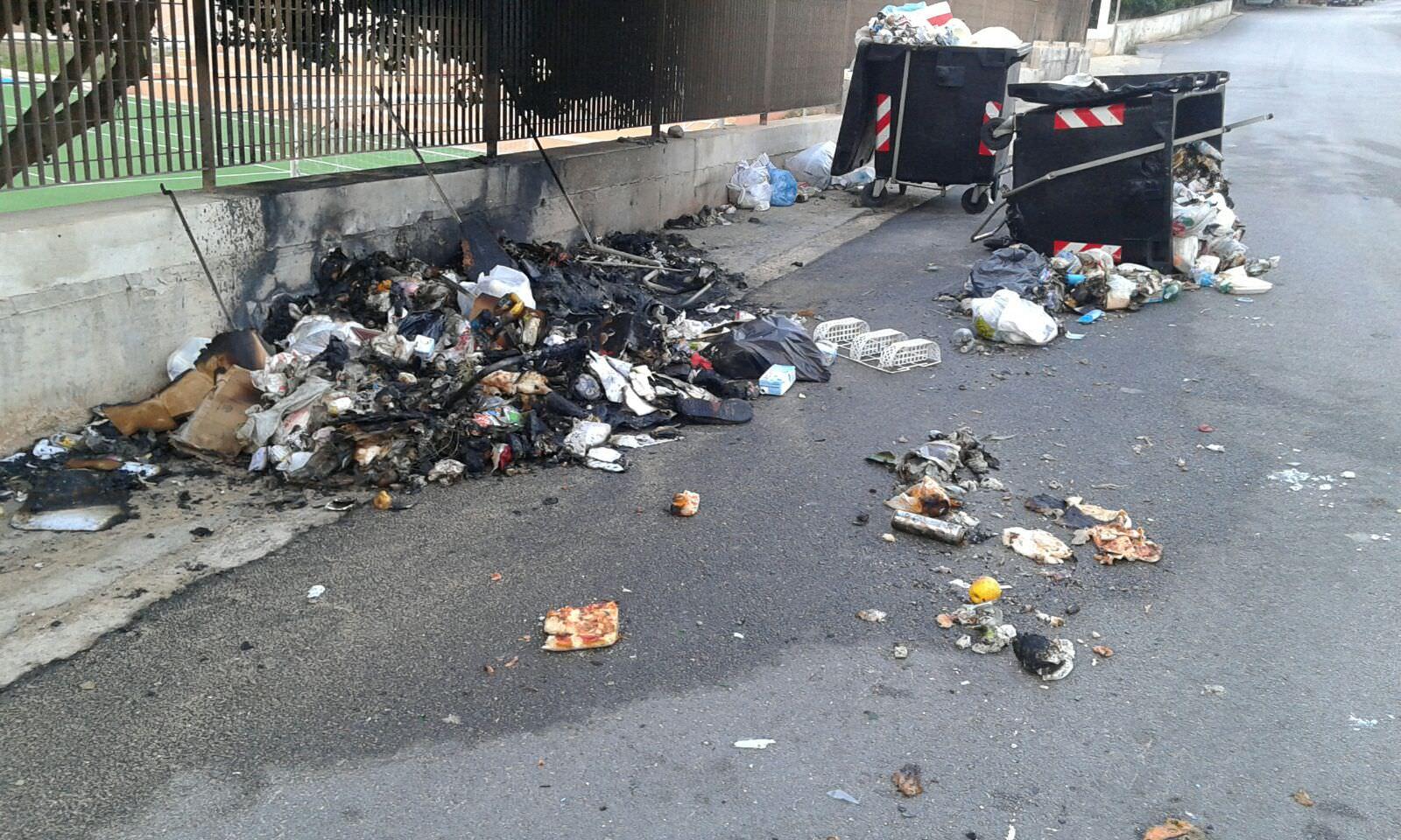 """Lampedusa, sei cassonetti dati alle fiamme: """"Non capiamo il motivo"""""""