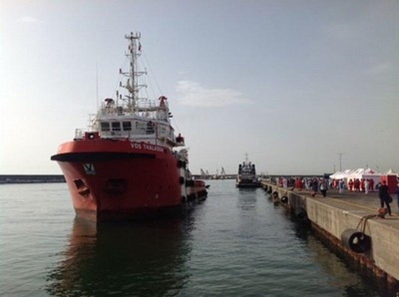 Sbarchi, arrivato a Catania rimorchiatore con 890 immigrati a bordo