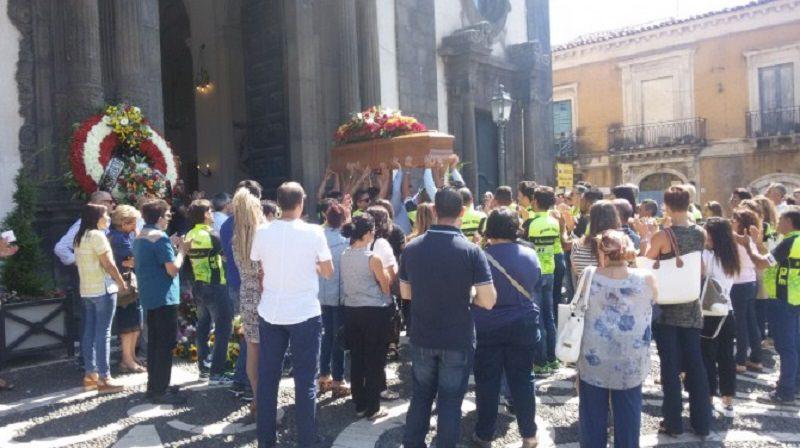 Folla e commozione ai funerali di Rosario Zappalà