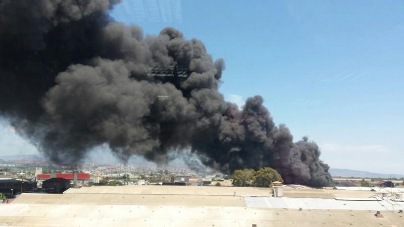 Zona industriale di Catania, nuovo incendio allo stesso capannone