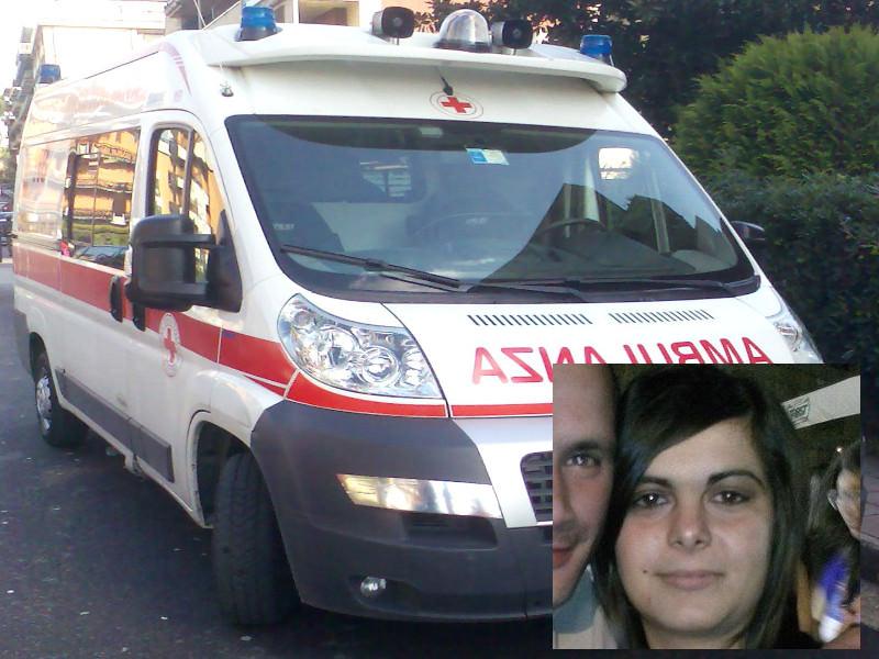 Sbanda e si schianta contro un autocarro: muore ragazza di 29 anni