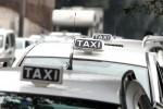 Fugge all'Alt, fa testacoda e minaccia gli agenti: denunciato tassista abusivo