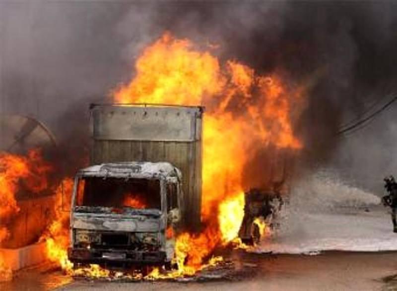 Camion Decò in fiamme sull'autostrada A20. Panico fra gli automobilisti