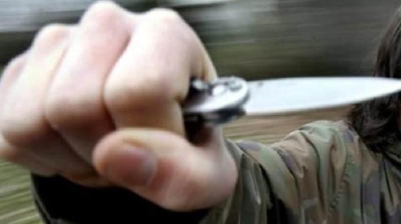 Vìola obbligo di dimora e irrompe in casa dell'ex minacciandola con un coltello: arrestato 35enne violento