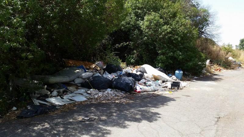 San Gregorio: eliminata micro discarica vicino al casello