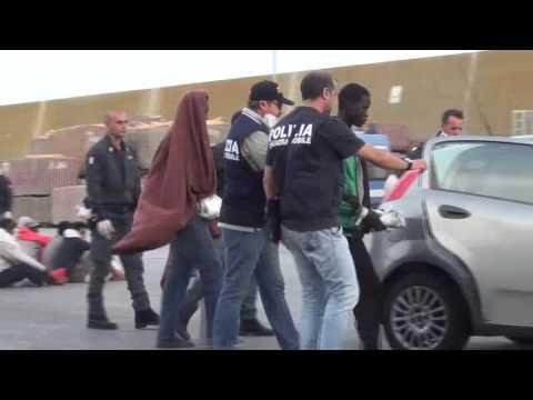 Espulsi dal territorio nazionale, tentano di rientrare in Italia: arrestati due tunisini