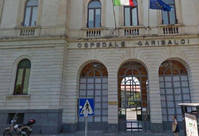 Catania, si lancia dal balcone in Largo Calabria ma non muore. È in gravissime condizioni