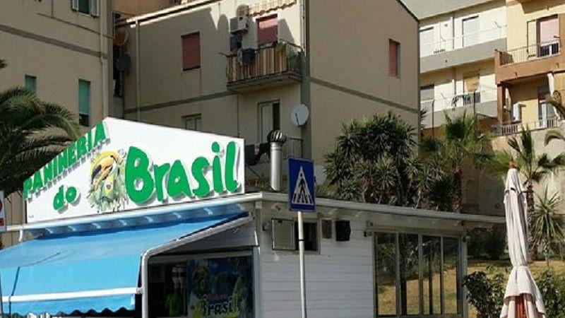 """Incendiata """"panineria du Brasil"""". Telecamere riprendono giovane che appicca il fuoco"""