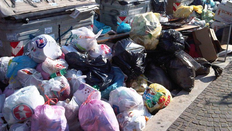 """Riforma dei rifiuti, ieri niente giunta regionale. Crocetta non c'era. Contraffatto: """"Speriamo non ci creino problemi"""""""