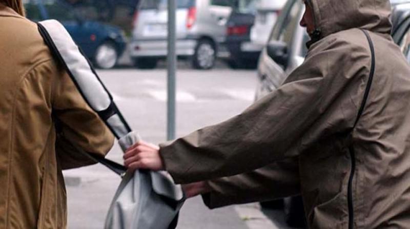 Scippi ai danni di anziane e furto aggravato in centro commerciale: 31enne arrestato – VIDEO