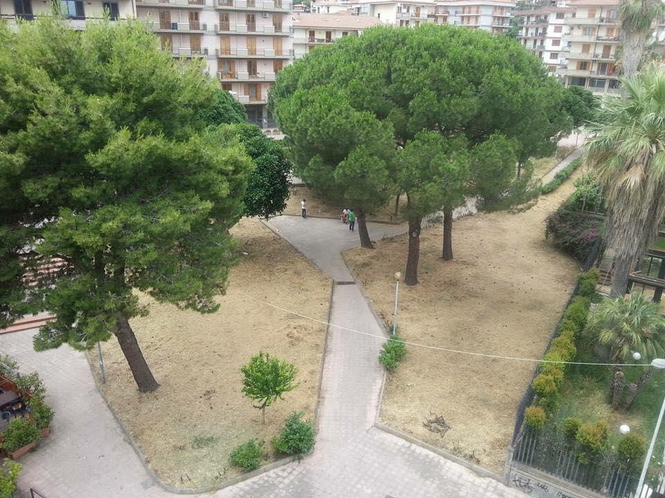 "Acireale: ""Ripuliamo piazza Santa Chiara!"""