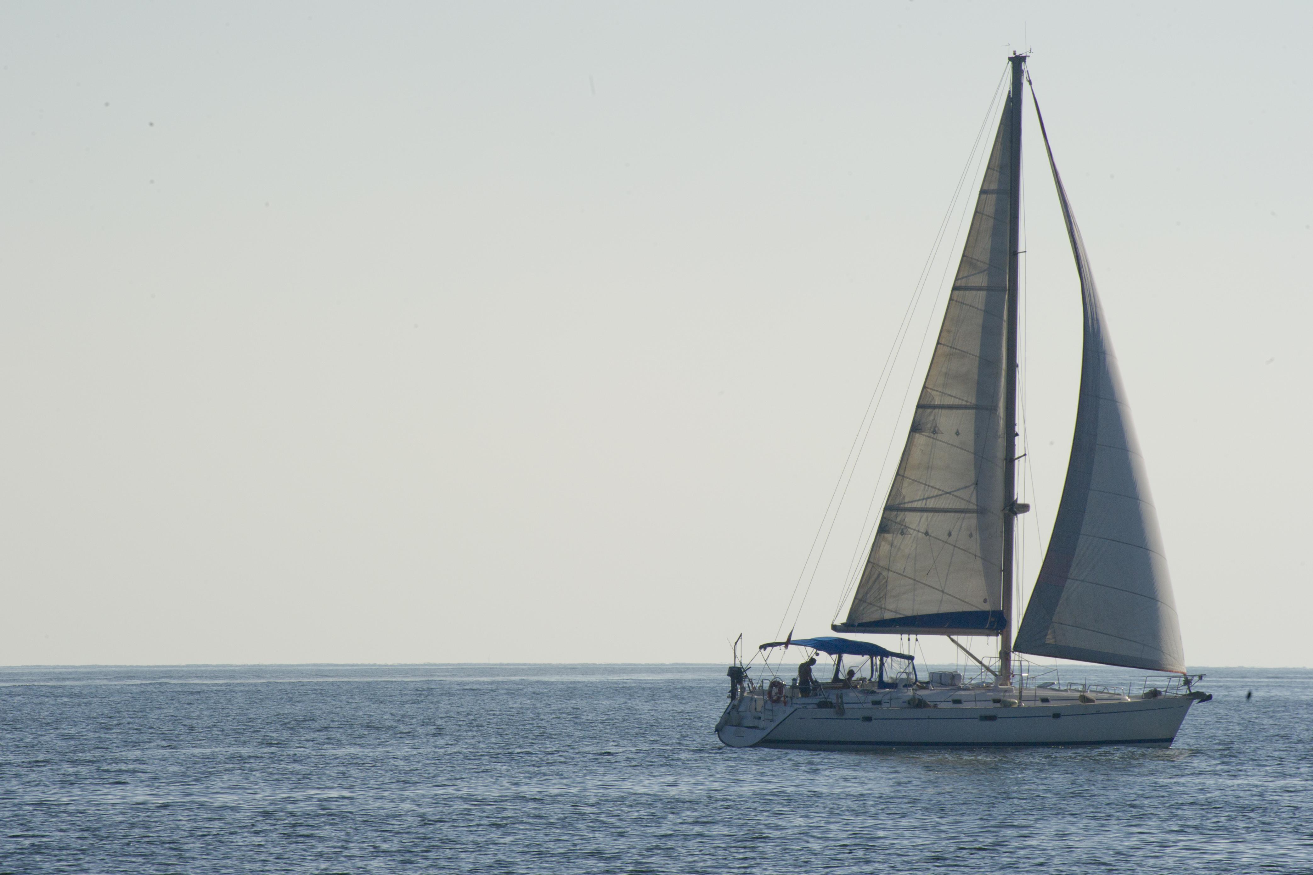 Sbarco all'alba a Pachino, 34 migranti avvistati su una barca a vela: a bordo anche minori