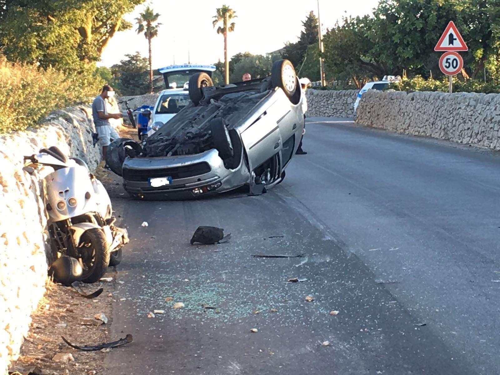 Sperona scooter e si ribalta con l'auto: sfiorata tragedia sulla Modica-Giarratana