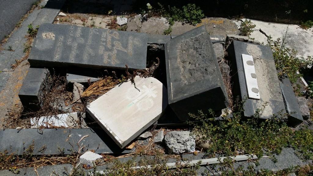 Aggressioni e incendi al cimitero di catania d 39 agata al for Subito offerte lavoro catania