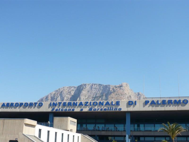 Spia rossa in aereo: tensione all'aeroporto Falcone Borsellino
